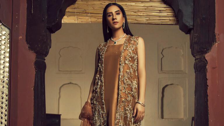 Best Eid Outfits Collection for Women 2021, best eid collection 2019 pakistan, white pakistani dress images, eid sale